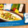 Ensalada de lechugas con queso fresco y vinagreta de cilantro